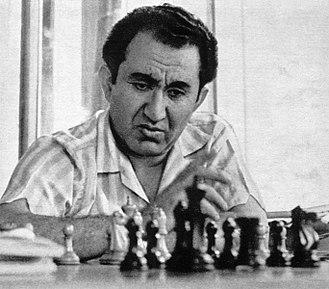 Tigran Petrosian - Tigran Petrosian in 1975