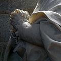 Tombeau Mgr Becel Mains Cath Vannes 19082012.jpg