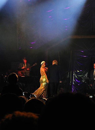 Cheek to Cheek (album) - Gaga and Bennett performing at the Grand Place of Brussels in Belgium.