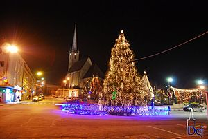 Dej - Image: Town square night