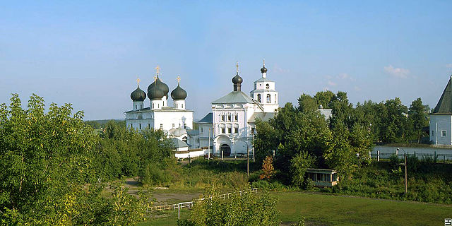 https://upload.wikimedia.org/wikipedia/commons/thumb/7/78/Trifonov_monastery_Kirov.jpg/640px-Trifonov_monastery_Kirov.jpg