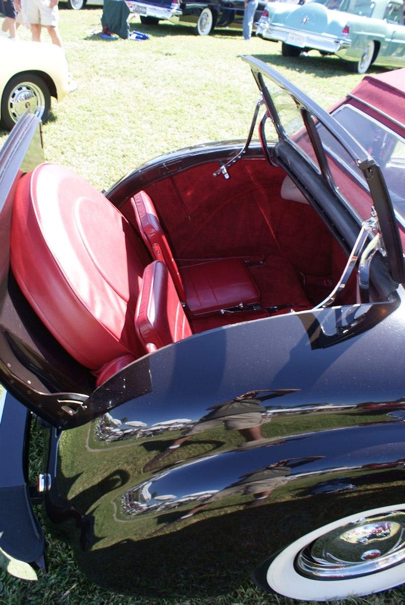 800px-Triumph_1800_1948_Roadster_Rumble_