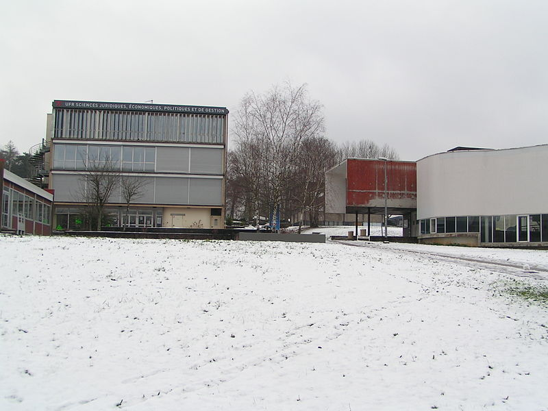 Le bâtiment central de l'UFR-SJEPG de Besançon (Doubs, France).