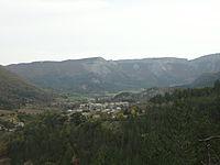 Valbelle (04) vallée, village et cirque.jpg