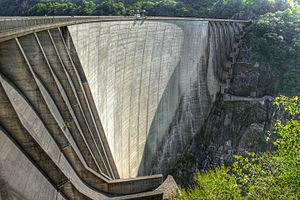 Contra Dam - Image: Valle Verzasca Staumauer