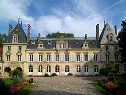 Verberie (60), château d'Aramont, façade occidentale.jpg
