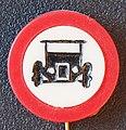 Verkeersbord verboden voor voertuigen om in te rijden reclamespeldje.JPG