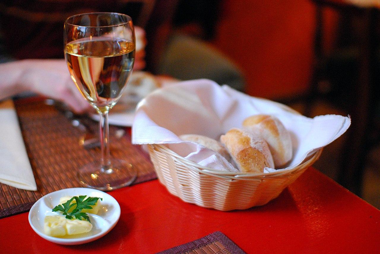 File vin blanc au restaurant czerwone drzwi porte rouge - Cuisine lapin au vin blanc ...