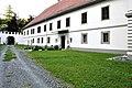 Voelkermarkt Obertrixen Schloss Nord-Tor mit Ost-Trakt 22082012 777.jpg