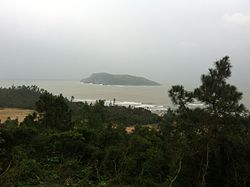 Vung Chua and Yen islet.jpg