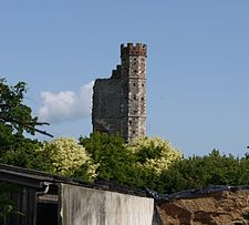 Warblington castle tower from churchyard.JPG