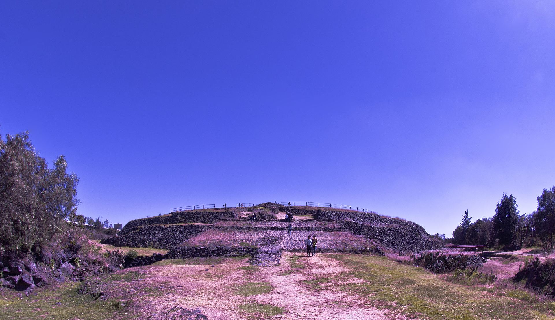Western side of the circular pyramid at Cuicuilco. (32961693441).jpg
