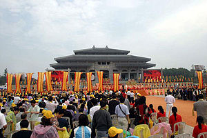 Shennong - Communal worship of Shennong at the Great Temple of Yandi Shennong (炎帝神农大殿) in Suizhou, Hubei.