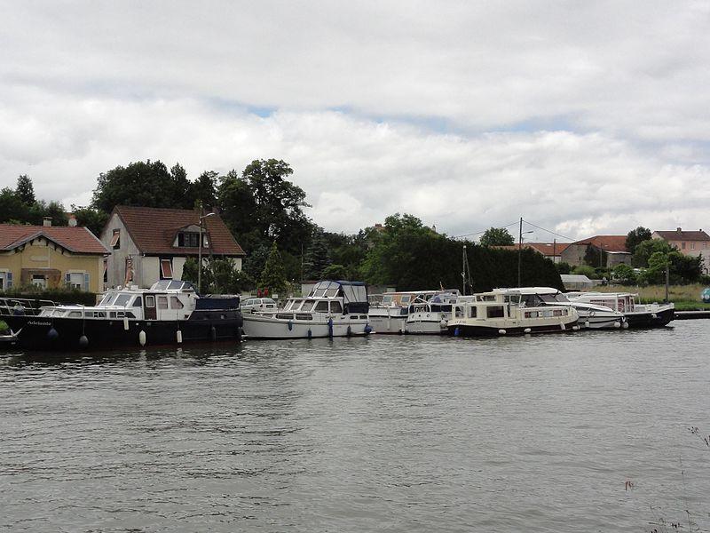 Xures (M-et-M) le port sur le canal