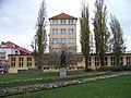 Základní škola Jeseniova, od ulice Jana Želivského.jpg