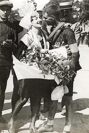 1928 Tour de France - Kisses and flowers from the local beauty for Hubert Opperman after the 6th stage