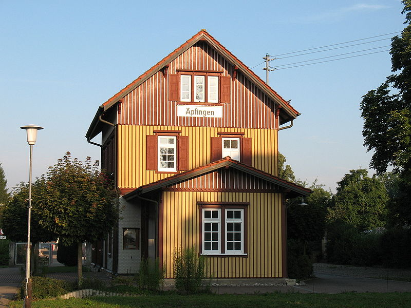 Estacion de real de Guglingen - Kit Faller 282707 800px-%C3%84pfingen_Bahnhof