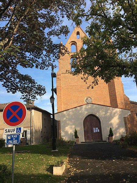 Façade  de l'église Saint-Pierre