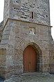 Église Saint-Pierre des Loges-sur-Brécey. Détails du portail ouest.jpg