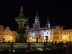 České Budějovice - Plaza Přemysl Otakar II de noche.jpg