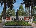 Братська могила 155 радянських воїнів, загиблих при обороні та звільненні міста (̈Гнівань) DSC 7696.JPG