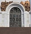 Ворота-Храма-Христа-Спасителя-со-стороны-Патриаршего-моста.jpg