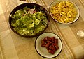Македонски домашни колбаси, компири и салата од марула и роквица.jpg