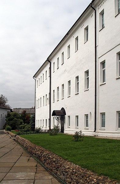 File:Настоятельский корпус в Роще.jpg