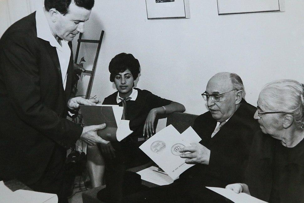 נשיא המדינה זלמן שזר עם יהודה אילן 1963