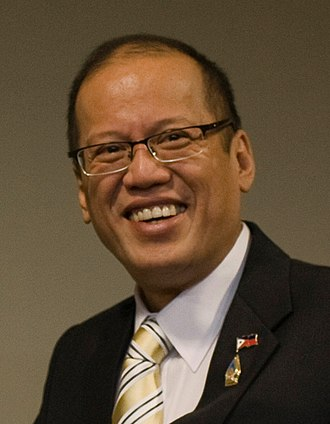 Benigno Aquino III - Image: การหารือทวิภาคีระหว่ างนายกรัฐมนตรี และประธานาธิบดีสาธา Flickr Abhisit Vejjajiva CROP