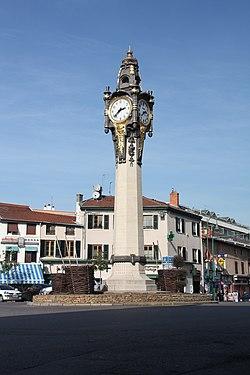 L'horloge monumentale de Tassin-la-Demi-Lune.