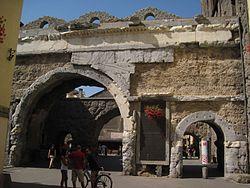02A3260007-MIBAC Porta Pretoria nelle mura romane.jpg