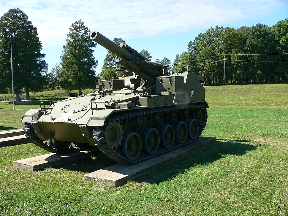 155mm Howitzer Motor Carriage M41 1