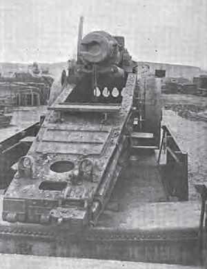 17 cm SK L/40 i.R.L. auf Eisenbahnwagen - rear view of a damaged gun showing the traversing rail