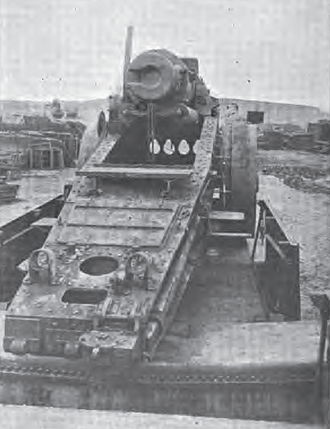 17 cm SK L/40 i.R.L. auf Eisenbahnwagen - rear view of a damaged gun showing the traversing rail