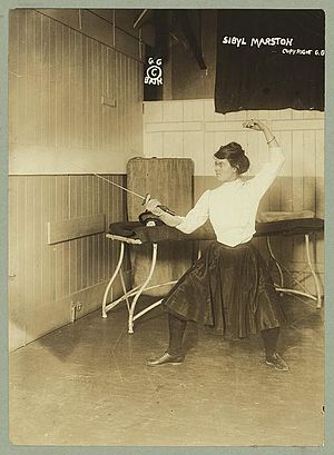 English: Sibyl Marston holding a foil for fencing