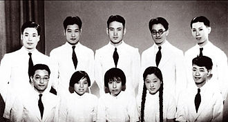 He Zehui - The 1936 graduation class of the physics department at Tsinghua University. He Zehui is at the front, second from right; her future husband Qian Sanqiang is at the back, far left.