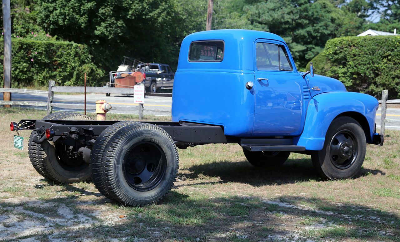 File:1953 Chevrolet 6100 duallie in blue, rear right.jpg ...