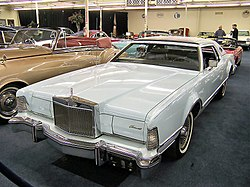 1976 Lincoln Continental Mark IV.jpg