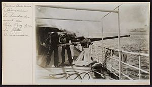 United States occupation of Veracruz - A 3″/50 gun bombarding Veracruz