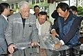 2013-04-11 Lee Teng-hui visited 峨眉徐耀良茶園 (6).jpg