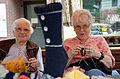 2014-05-24 Wikipedia Norddeutschland, Uelzen, (066) Adela Jorzik und Lieselote Schmirek stricken am Handarbeiten-Stand auf dem Wochenmarkt.jpg