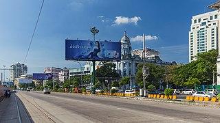2016 Rangun, Budynki wzdłuż ulicy Strand (02).jpg