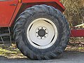 2018-03-25 (102) Tractor tire of Steyr 8080a in Frankenfels.jpg