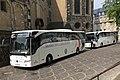 2018-05-18 Bonn Muenster-Basilika Musikkorps der Bundeswehr Reisebusse.jpg