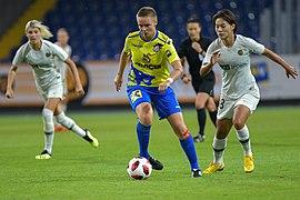 20180912 UEFA Women's Champions League 2019 SKN - PSG Schwarzlmüller Wang 850 5170.jpg