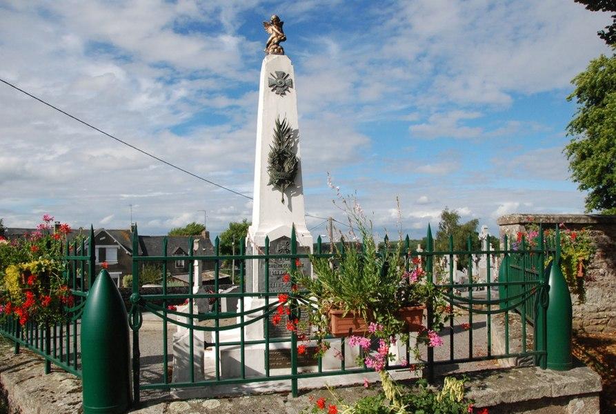 Monument aux morts dans le cimetière communal de Saint-Dolay (56)