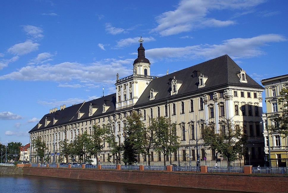 5716viki Uniwersytet Wroc%C5%82awski - Gmach G%C5%82%C3%B3wny widziany z Most%C3%B3w Pomorskich. Foto Barbara Maliszewska