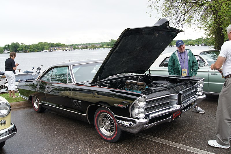 File:65 Pontiac Catalina 2+2 (14341067046).jpg