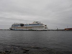 AIDAsol Backbord Tallinn 3 May 2012.JPG
